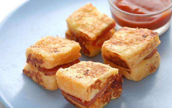 Làm bánh mì sandwich trứng chiên xúc xích cấp tốc cực ngon